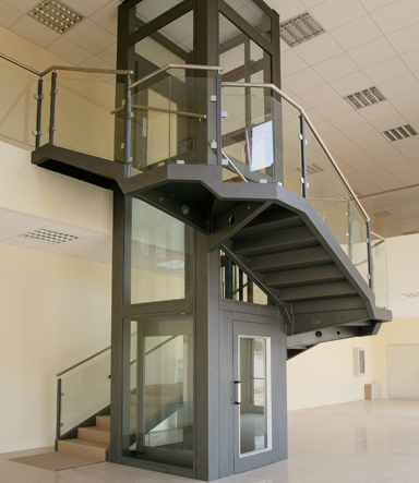 Manual platform lifts