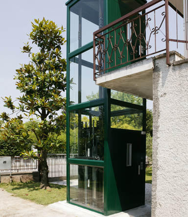 Platform lifts for exteriors